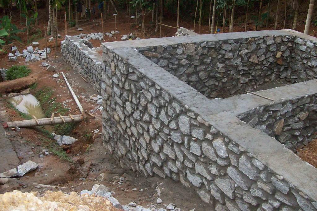 Бутобетонный ленточный фундамент для дома