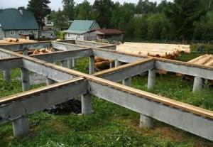 Как устроить фундамент под деревянный дом