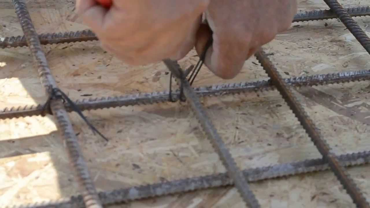 Как вязать арматуру для фундамента крючком видео