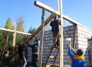 Рабочая бригада строителей
