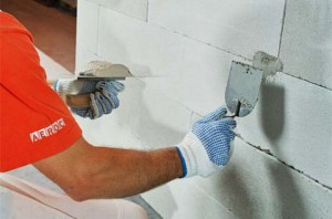 Чем штукатиурить газобетон внутри дома