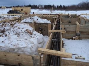 Ленточный фундамент зимой